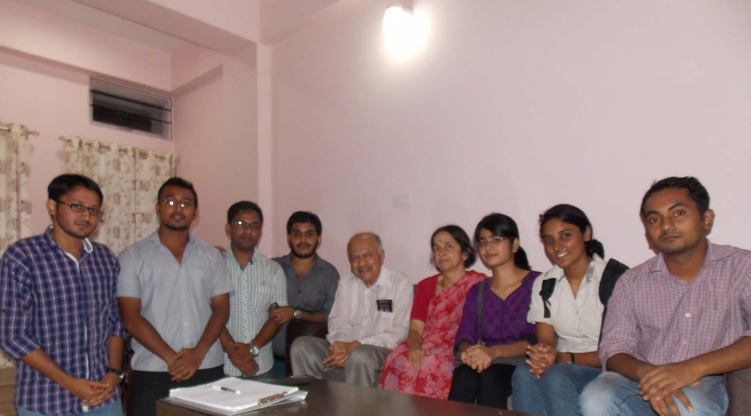 jayant-vishnu-narlikar-with-students